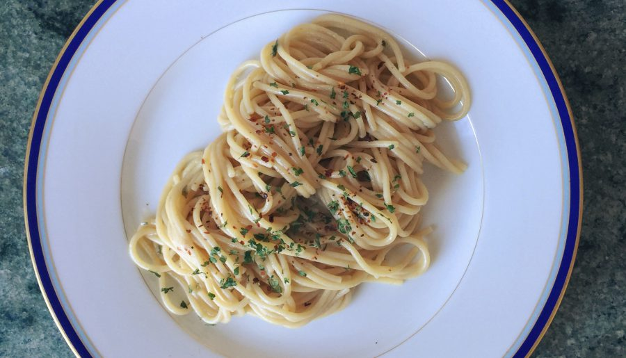 Spaghetti Aglio e Olio. An Italian classic in a blink of an eye.